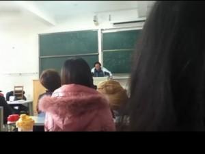 吉林大学2011马哲考试中的神吐槽,老师当场念出,笑死全班人 (1374播放)